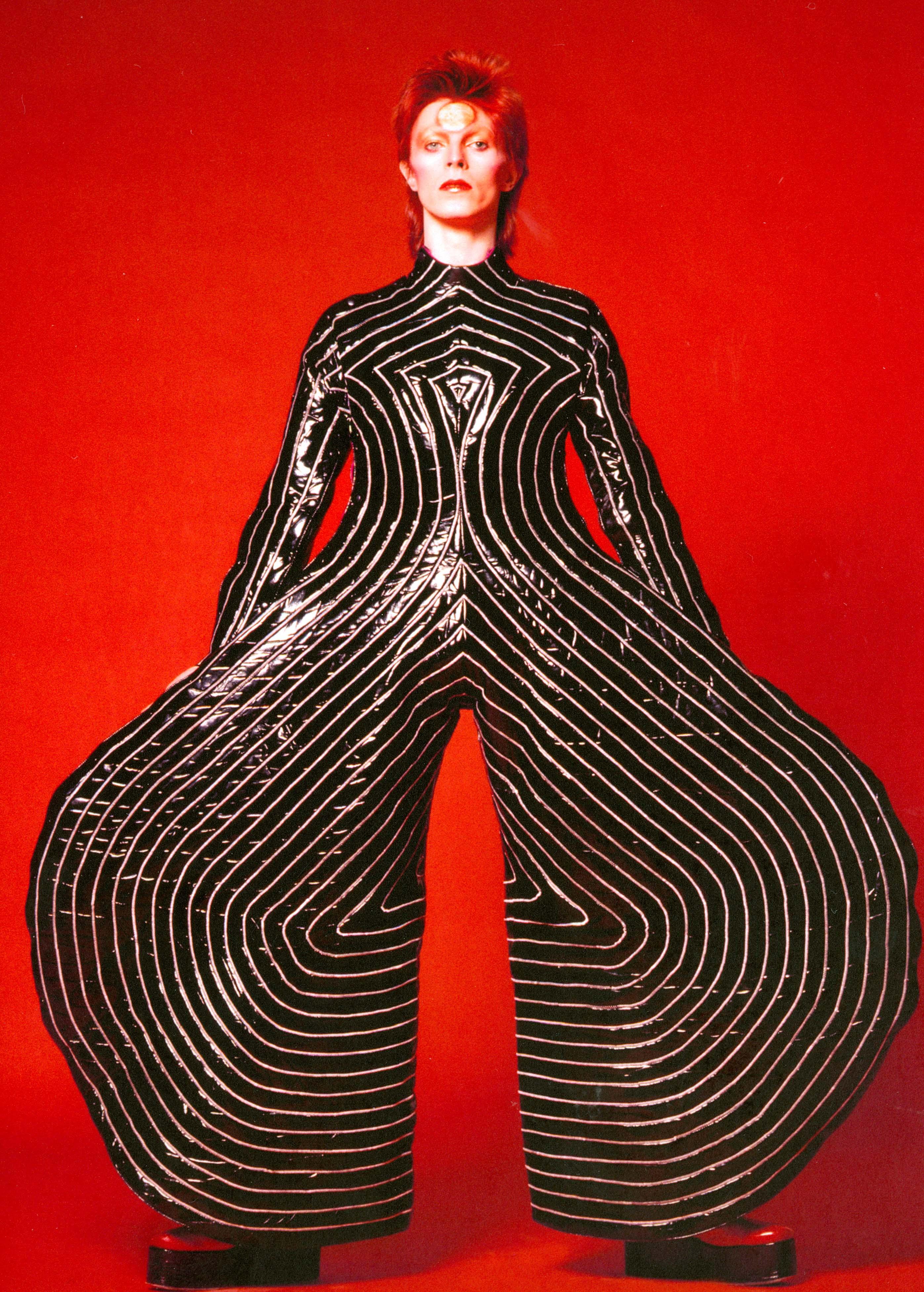 1_Striped_bodysuit_for_Aladdin_Sane_tour_1973_Design_by_Kansai_Yamamoto_Photograph_by_Masayoshi_Sukita__Sukita_The_David_Bowie_Archive_2012%5b1%5d